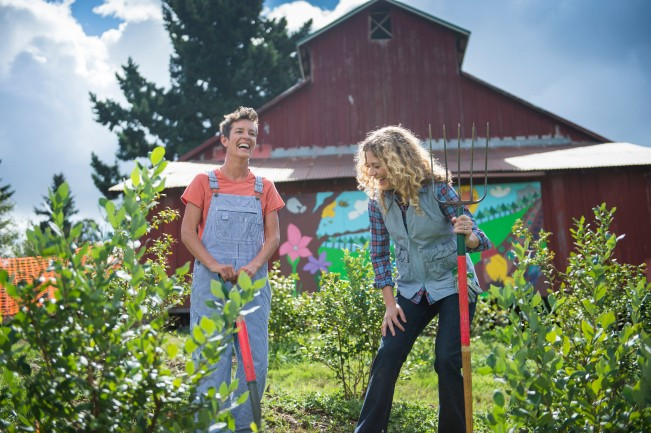 Zenger Farm Executive Director Jill put our new DuluthFlex Sidewinder Shirt #74504 to the stretch test, while Farm Manager Sara gave our fun Railroad Stripe Overalls #95516 the runaround in the fields.